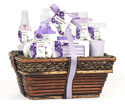 3. Green Canyon Spa Luxury Wicket Basket Gift Set
